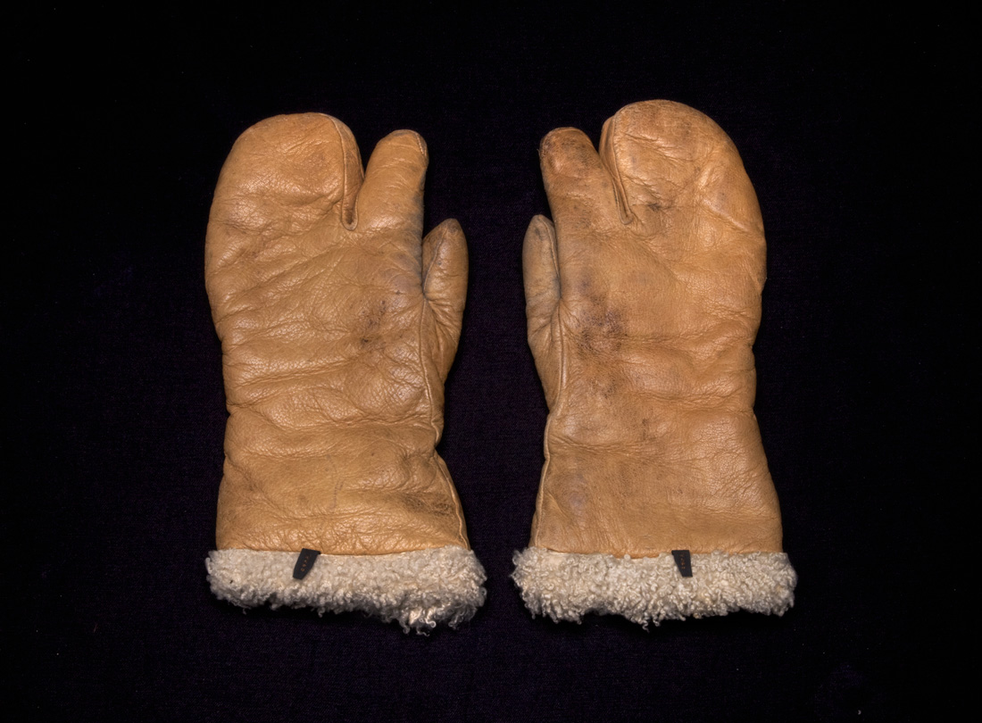 U.S. Army Air Forces one-finger mitten aviator gloves  1943–1945