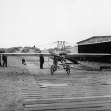 Silvio Pettirossi with his monoplane and wife Sarah (at left) at the Christofferson hangar, Ocean Beach, San Francisco  1915