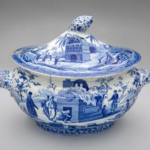 Soup tureen, Colossal Sarcophagus near Castle Rosso pattern  c. 1810–30s