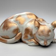 Recumbent Kutani cat  late 19th–early 20th century