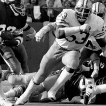 Defensive end Tommy Hart pursues running back Mike Thomas during a 21-24 loss to the Washington Redskins at Candlestick Park